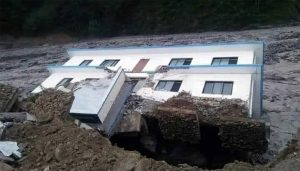 सिन्धुपाल्चोकको हेलम्बु गाउँपालिकाको स्कूल र प्रहरी चौकी बाढीले बगायो